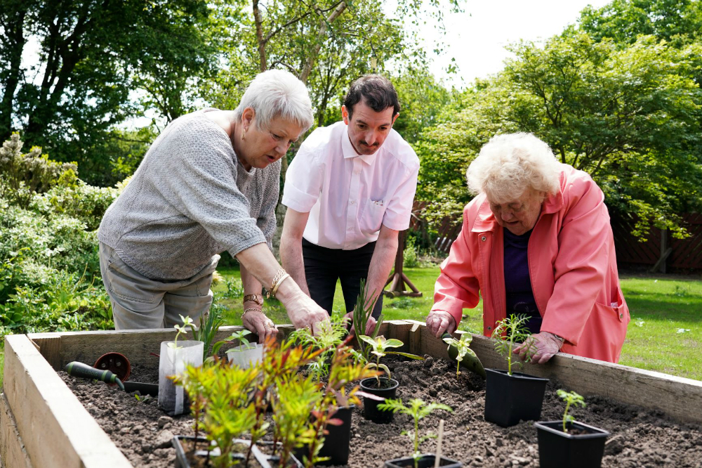 Craig's Community Centre volunteers gardening