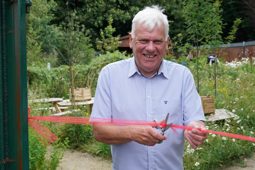 Cllr Morgan cuts the ribbon to officially open the new sensory garden at Swanside Community Centre